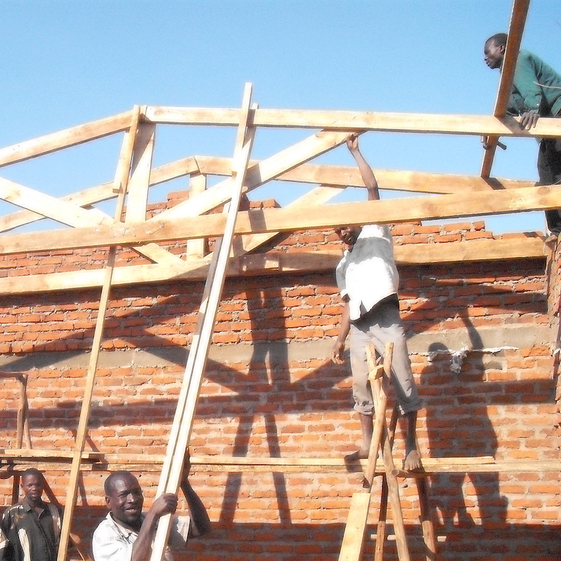 chinthowa development Trust Putting on the trusses.