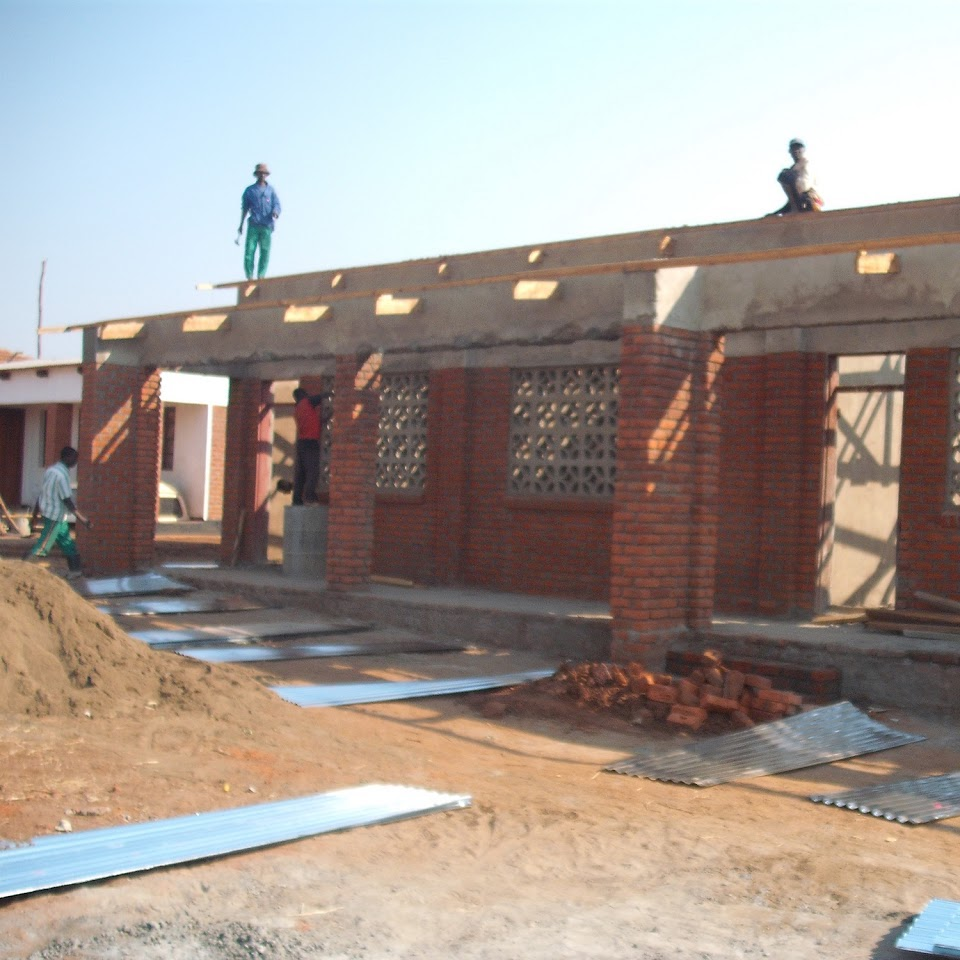 chinthowa development Trust Putting on the roof