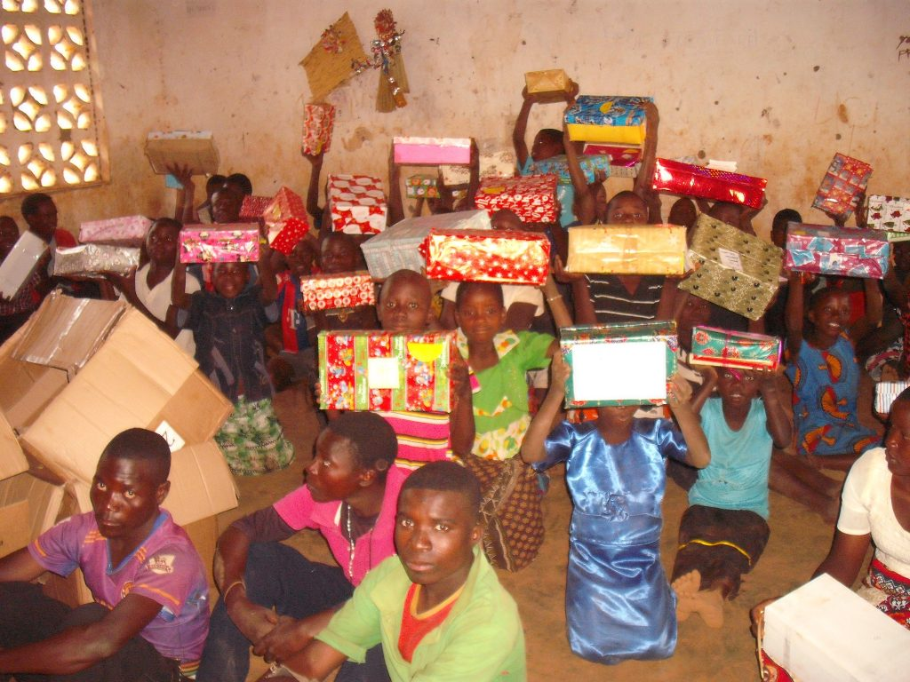 chinthowa development Trust Receiving xmas gifts