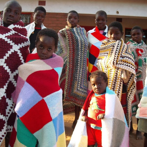 Chinthowa children receiving blankets